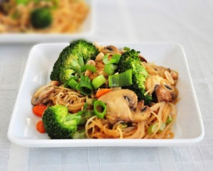 broccoli musroom peanut noodle stir fry