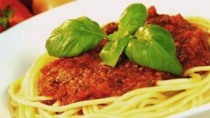 meatless spaghetti-bolognese-topped-with-fresh-basil-leaves