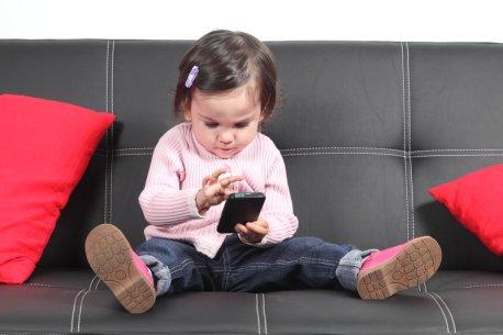 toddler-smartphone