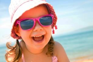 girl-sunglasses-hat-beach-660x440